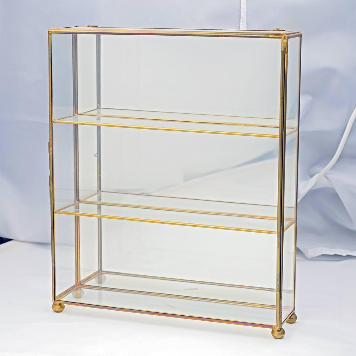 d85 1572 vitrine laiton verre objets vendre antiquit s bonnes affaires occasions de. Black Bedroom Furniture Sets. Home Design Ideas