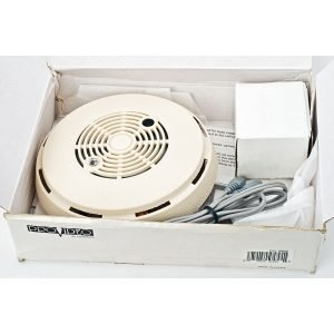 Speco CVC-260SD Disquise Smoke Detector B&W 1/3″ CCD Camera 0.3